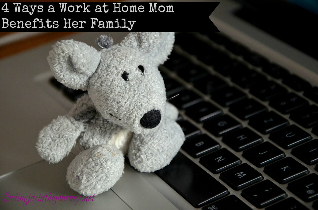 4 Ways a Work at Home Mom Benefits Her Family